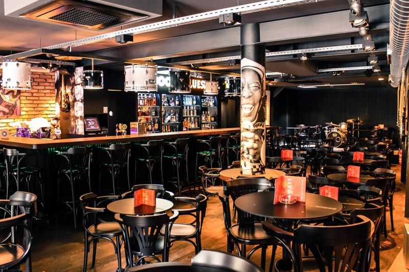 Booze-and-Blues-bar-lifestyle-modnialmanah