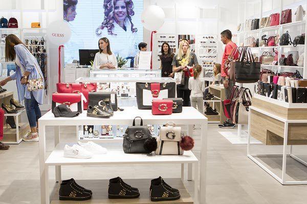 guess-Accessories Store-split-fashion-shopping-modnialmanah
