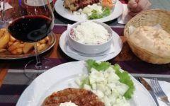 vino-uz-žlicu-magazinska-klet-pri-staroj-smokvi-modnialmanah-gastro-vino-hrana