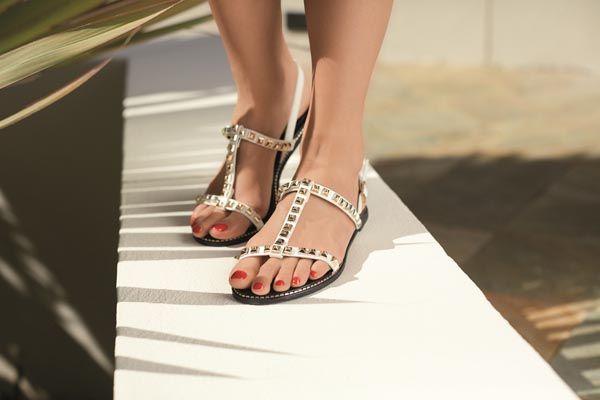5fa8b3891f Vikend je… obujte CCC ravne sandale! I saznajte po kojem ih principu ...