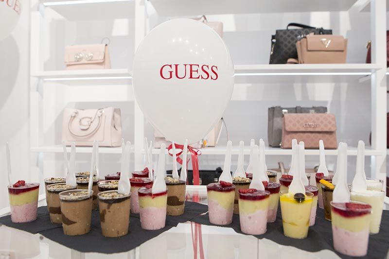 guess-Accessories Store-split-fashion-shopping-modnialmanah