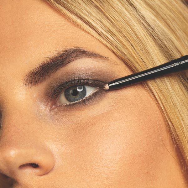 beauty-make-up-oko-eye-šminka-modnialmanah-sjenilo-max-factor
