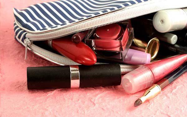 praktični-savjet-kozmetička-torbica-modnialmanah-čišćenje