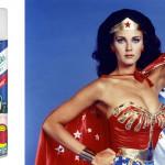 """Batiste u ovim izazovnim vremenima nije prestao razmišljati o ženama i njihovim malim super-moćima kojima se služe u svakodnevici. Zato za nove pobjede, koje donosi nova godina, zakoračite hrabro poput Wonder Woman s moćnom frizurom čiji izgled, volumen i miris, ni manje ni više, ostavlja dojam super-junakinje. Voćne i cvjetne note novog Batiste šampona za suho pranje oduševit će vas na prvu, osnažit će samopouzdanje i potaknuti onaj dobar osjećaj samopouzdanja koji imamo kad nam kosa izgleda fantastično. Novi Batiste Wonder Woman šampon za suho pranje transformira izgled kose u trenutku. Kosa izgleda čisto i svježe s dodanim volumenom i punom teksturom, a ne gubi lepršavost i sjaj. Produžite postojanost vaše frizure, dobijte na vremenu između dva pranja ili jednostavno i brzo """"oživite"""" frizuru. Sve to možete, poput Wonder Woman, raditi u pokretu! Prije nanošenja bočicu je potrebno protresti te ravnomjerno raspršiti malu količinu na korijen kose s udaljenosti od oko 30 cm. Ostaviti da djeluje nekoliko trenutaka, umasirati prstima ili ručnikom te rasčešljati kosu i oblikovati frizuru. Novi Batiste Wonder Woman šampon za suho pranje kose ekskluzivno je dostupan u dm prodavaonicama po preporučenoj, neobavezujućoj cijeni od 29,90 kn."""