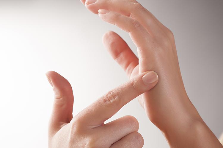 zdravlje-ruke-refleksologija-modnialmanah-masaža