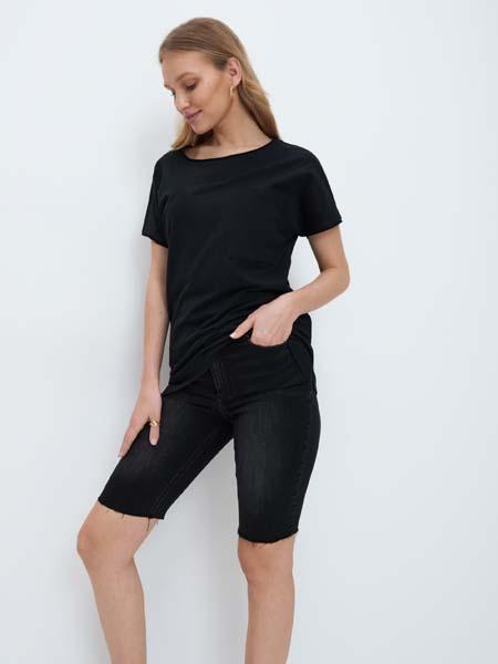 Pamučna majica+'biciklističke' hlače/trapeirce - odličan mekani spoj za one koje žele pokazati svoju liniju tijela. Odlično se kombinira uz tenisice, ali i sve popularnije špagerice.   Hudica + uska suknja, ukoliko nosite jednu boju ovaj spoj izgleda kao haljina.   Dukserica i kratke hlačice je novi trend koji će obilježiti ovo proljeće. Kad zatopli gornji dio se može zamijeniti bodijem.   Jednostavne haljine tunike koje ne moraju nužno pratiti liniju tijela su odličan izbor za one koje vole haljine, ali trenutno ne mogu podnijeti da ih išta sputava. Ovakve haljinice, kad je hladno, kombinirajte uz tajice.