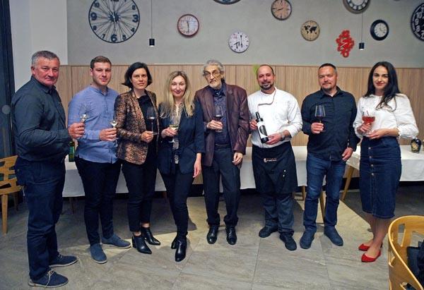 Vino-uz-žlicu-Camping-Plitvice-gastro-vina-soldo-modnialmanah-lažni-svjedok-restoran-aura-opg-cesarec-faustina-maslinovo-ulje