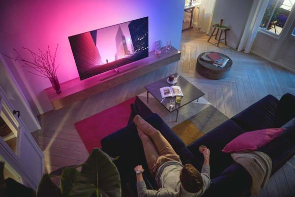 philips-tv-oled-806-lifestyle-modnialmanah