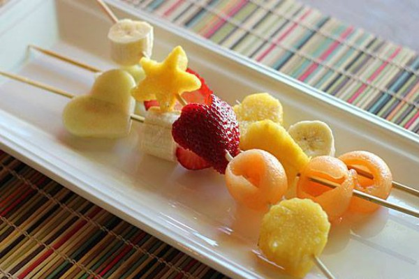 gastro-voćni-ražnjići-voće-modnialmanah-slatko