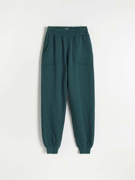 fashion-reserved-sportske-hlače-antibakterijsko-djelovanje-modnialmanah